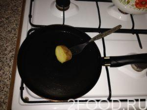 Выпекаются блинчики на хорошо разогретой сковородке, огонь должен быть чуть слабее среднего