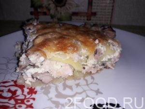 Картофельная запеканка с курицей и грибами, в сметанной заливке