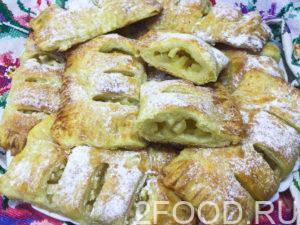 Как вкусно приготовить сладкие слойки с яблочной начинкой
