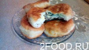 Пирожки с яйцами и грибами на сковороде